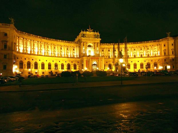 Städtereisen: Wien - Hofburg bei Nacht